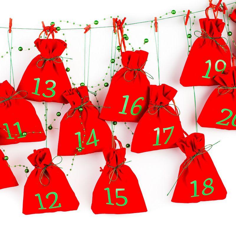 Kalendarz adwentowy, 24 woreczki welurowe 12 x 15 cm - czerwone