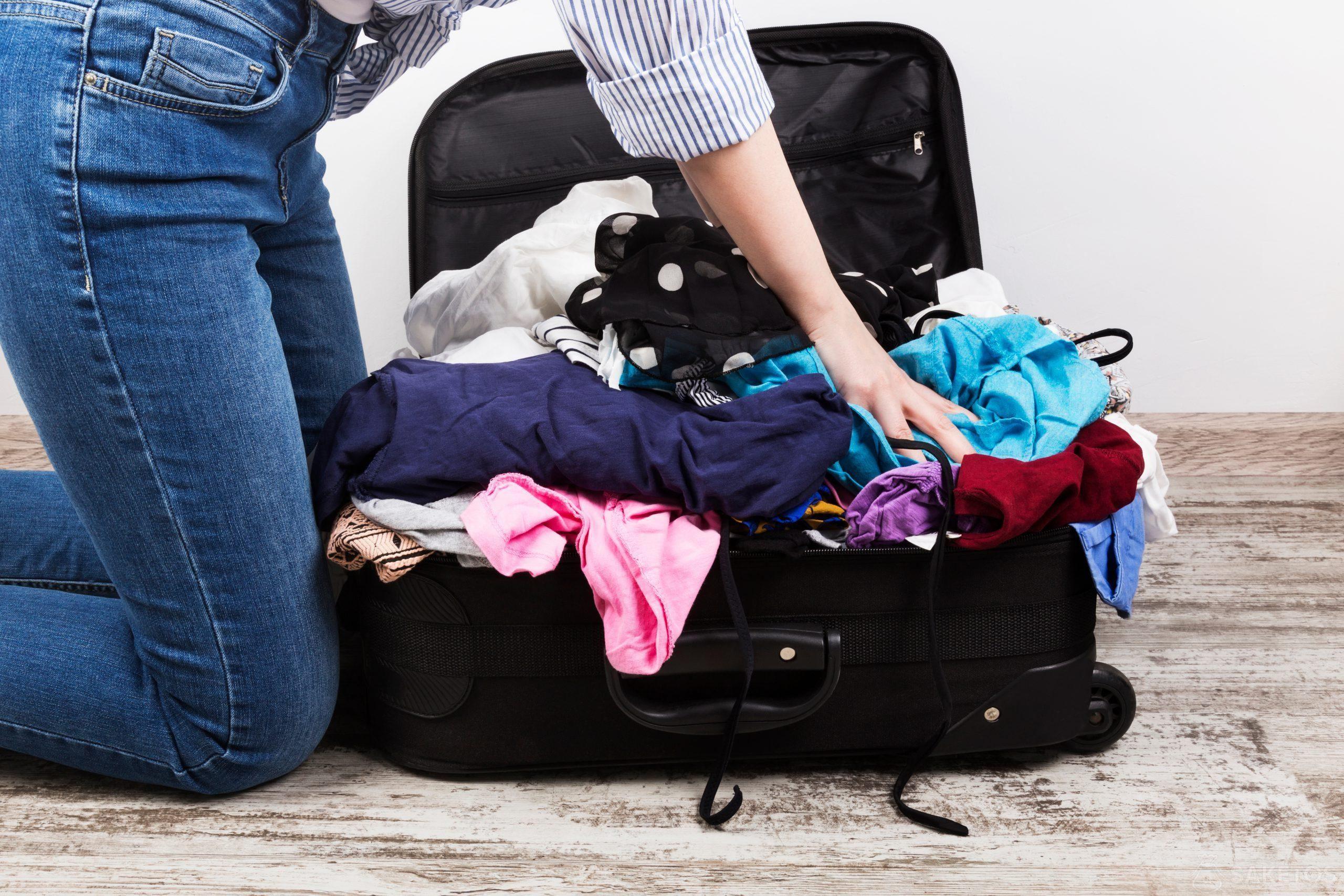 Jak szybko spakować się do walizki