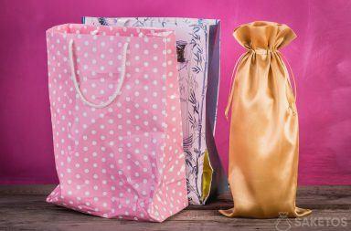 Porównanie torebki prezentowej z woreczkiem materiałowym