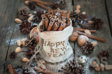 Dekoracyjny woreczek lniany z napisem Happy New Year