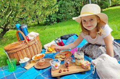 Woreczki lniane podczas pikniku w ogrodzie